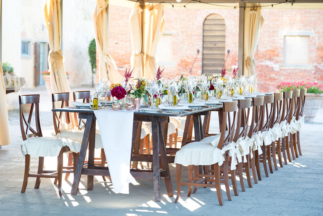 Rustic table decor in Tuscany wedding