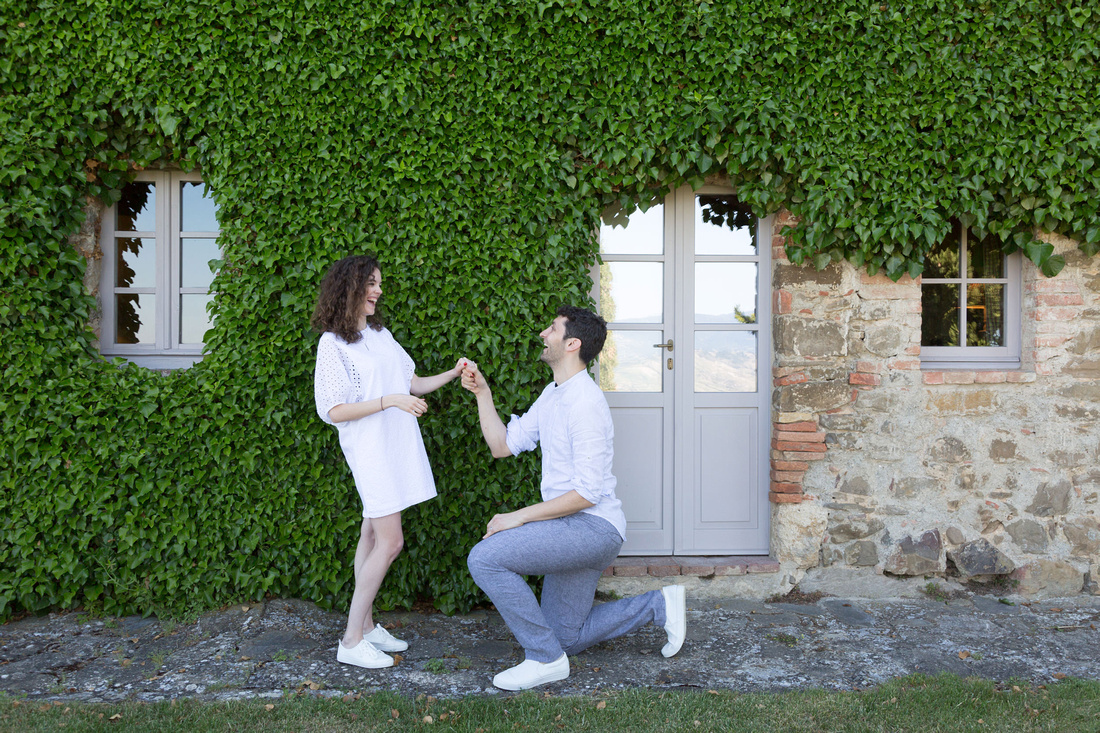 iconic surprise proposal photographer Val d'Orcia in TUscany