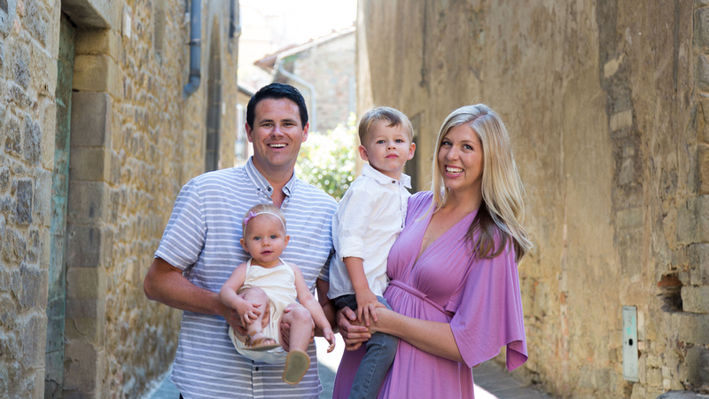 Family vacation photographer in Cortona with young children